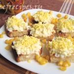 Бутерброды с яйцом и чесноком