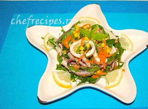 Салат из кальмаров и овощей