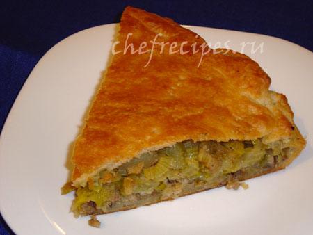 закрытый пирог с фаршем и овощами