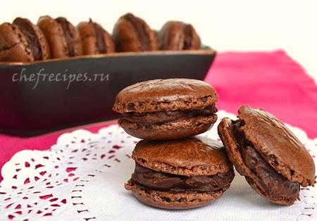 шоколадное пирожное макарон