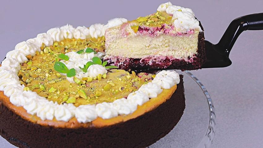 Шоколадный творожный пирог с вишней